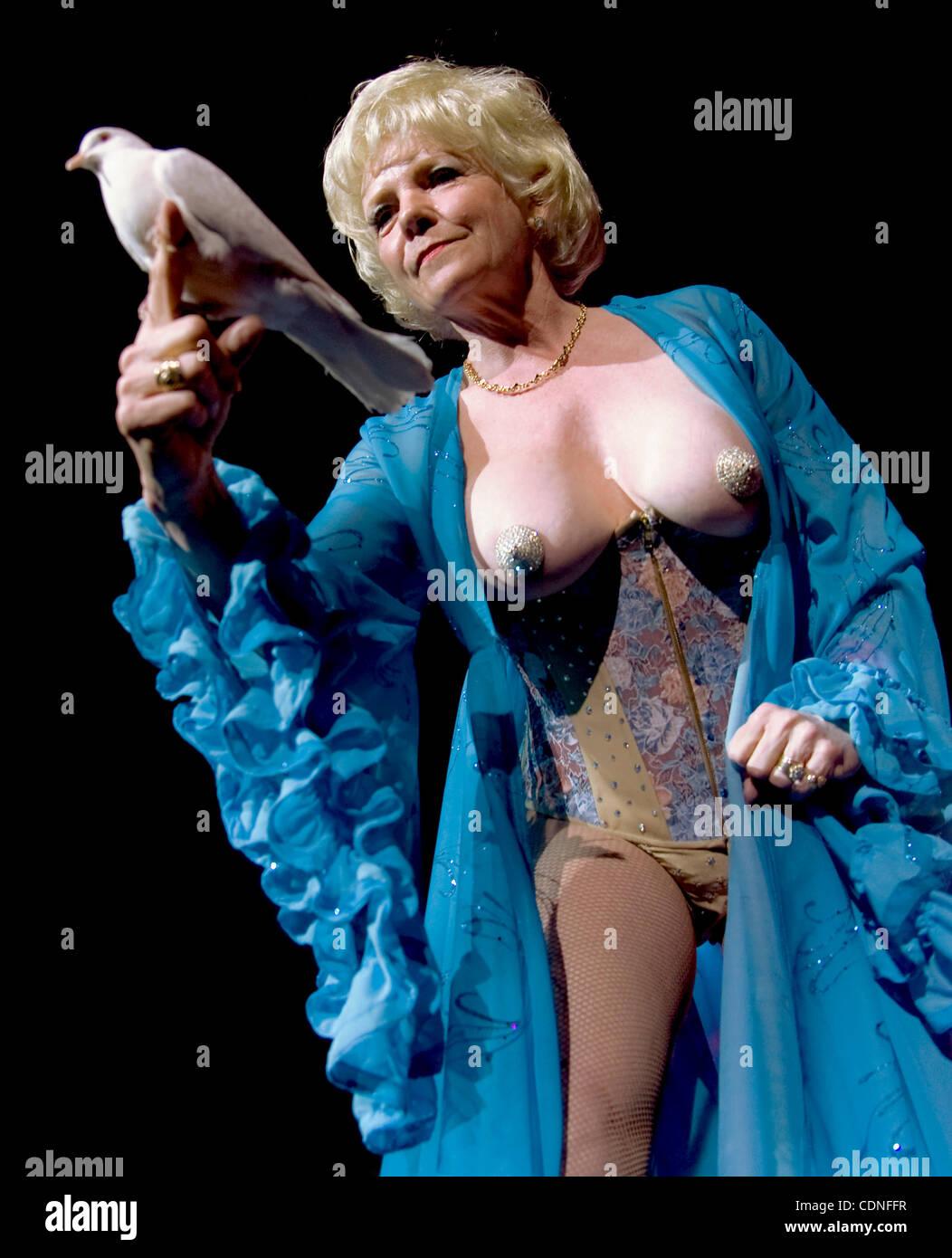 Nude magician photos 557