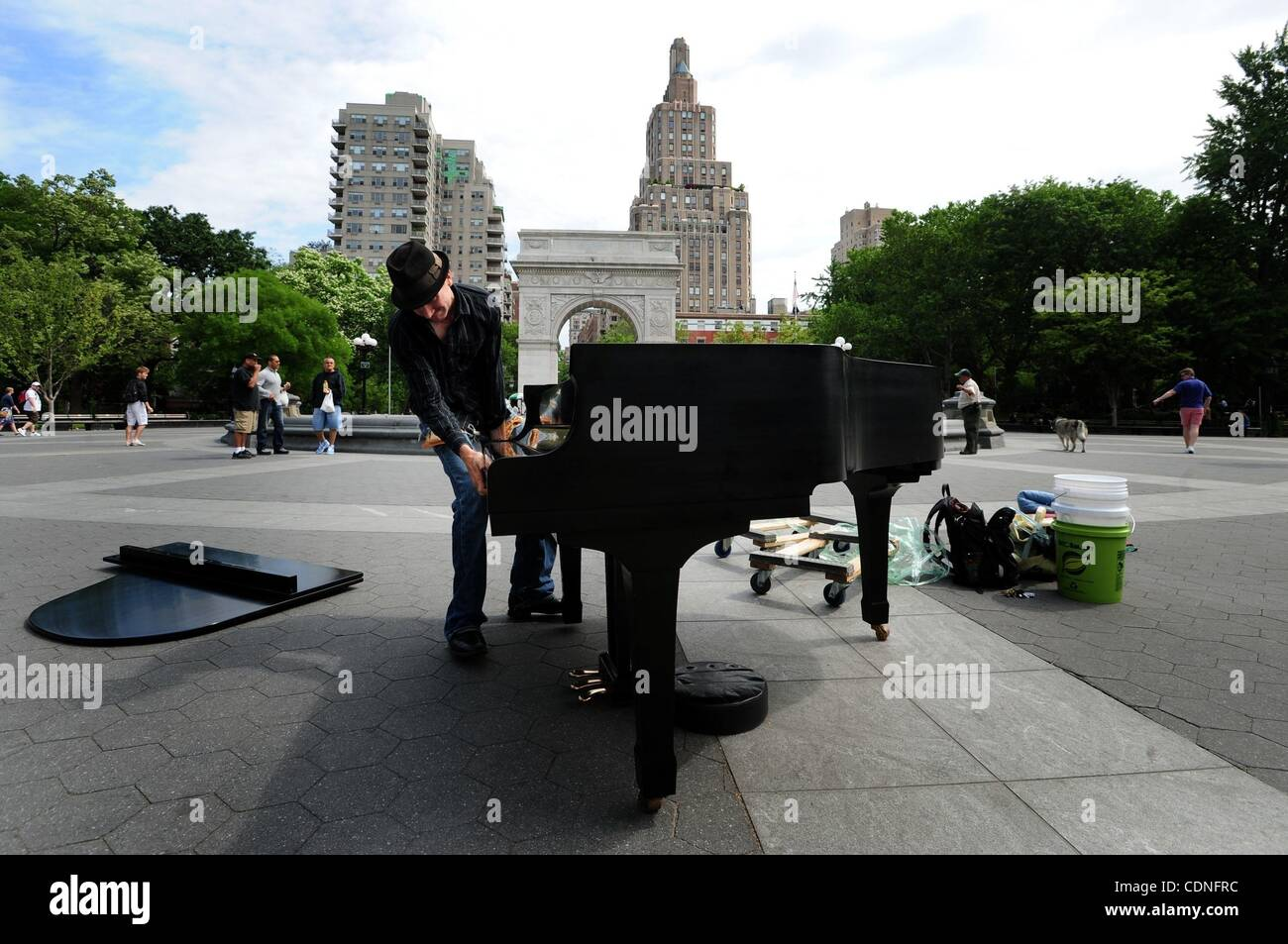 June 4, 2011 - Manhattan, New York, U.S. - Colin sets up the piano in Washington Square Park. COLIN HUGGINS of The - Stock Image