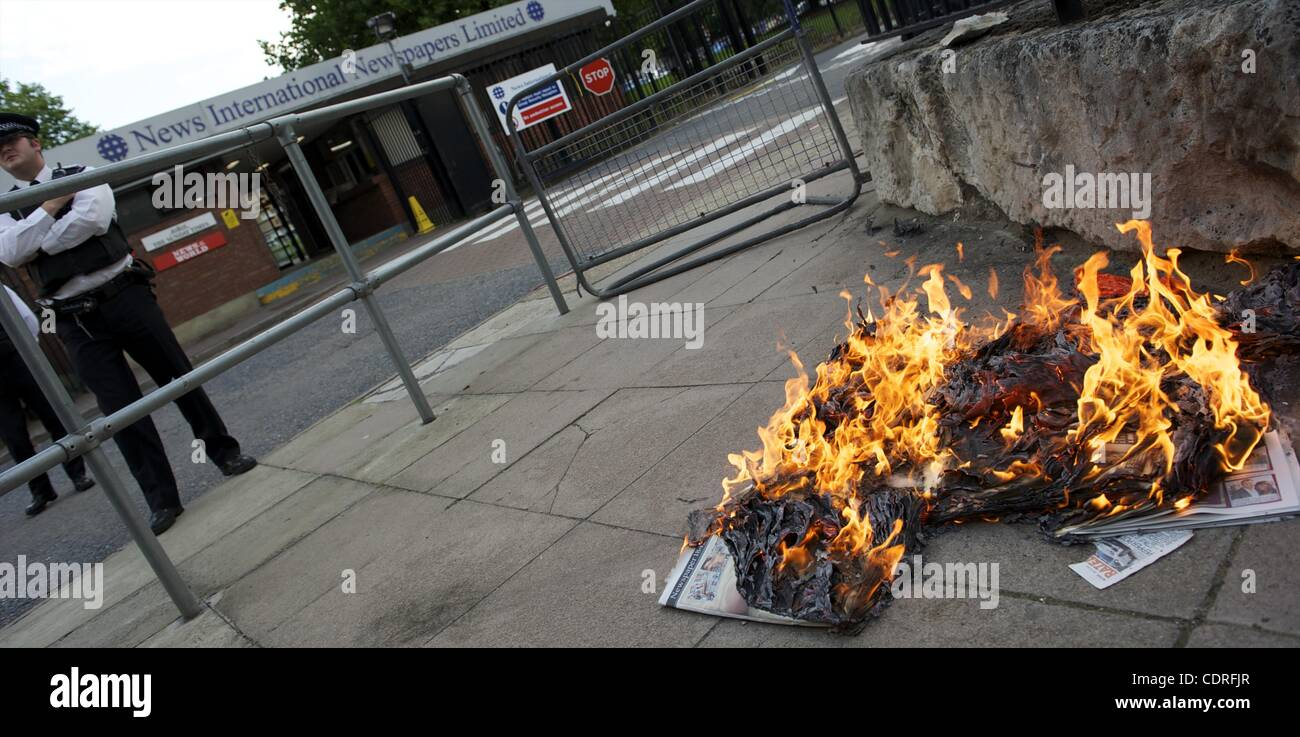 July 10, 2011 - London, England, UK - Protestors burn copies of The News of the World outside the News International Stock Photo