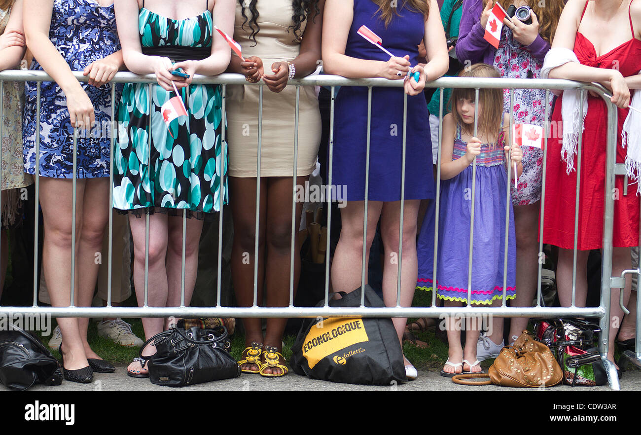 Jun 30, 2011 - Ottawa, Ontario, Canada - A girl peeking at the arrival area while waiting for the Prince William, - Stock Image