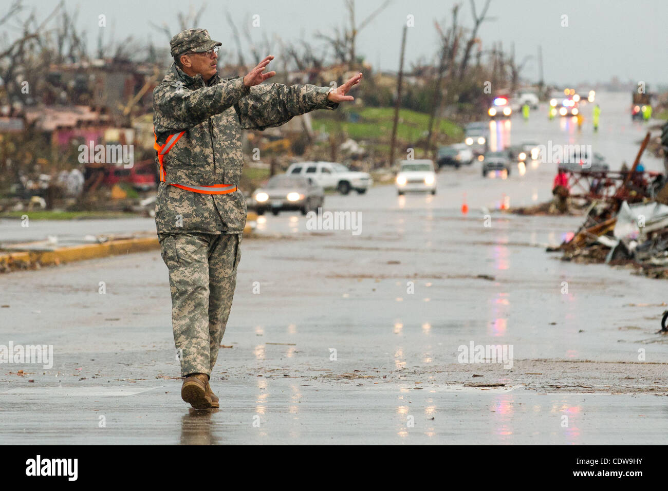 A Missouri National Guard member directs traffic in the intersection of East 20th Street and Ridge Lane Road in - Stock Image