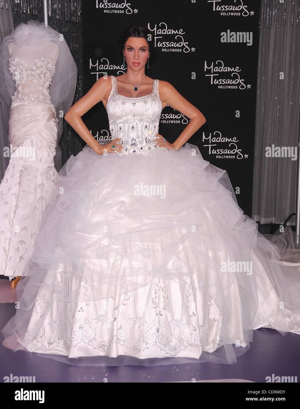 Kim Kardashian Wedding Dress Stock Photos & Kim Kardashian Wedding ...