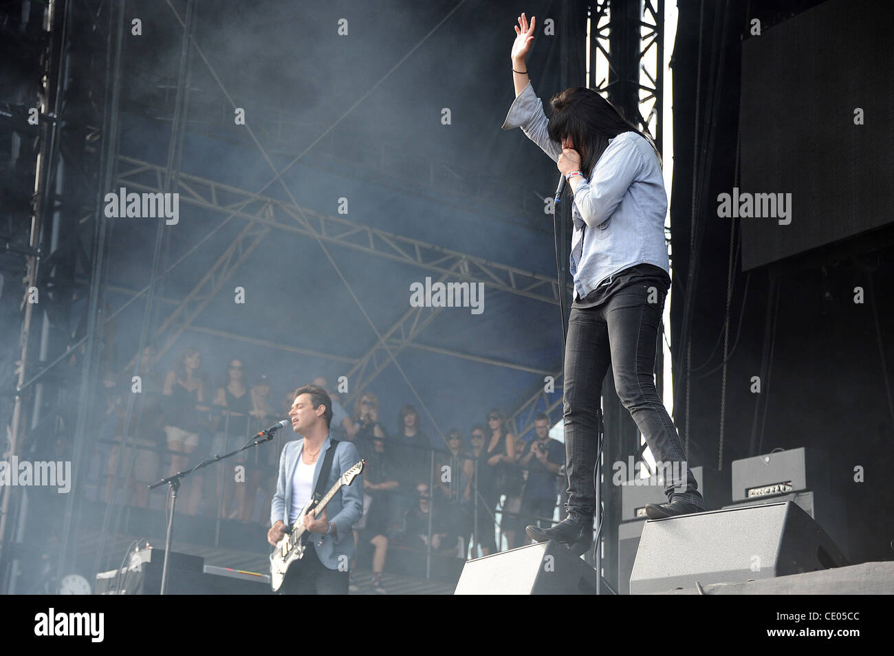 Aug 5, 2011 - Chicago, Illinois; USA - Singer ALISON MOSSHART and Guitarist JAMES HINCE of the band The Kills performs - Stock Image