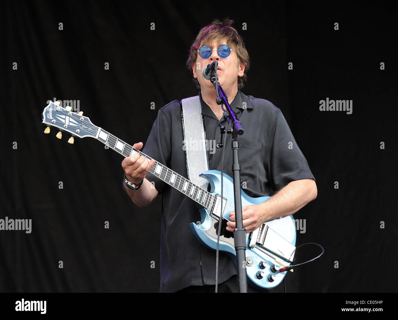 Aug 7, 2011 - Chicago, Illinois; USA - Guitarist ELLIOT EASTON of The Cars performs live as part of the 20th Anniversary - Stock Image