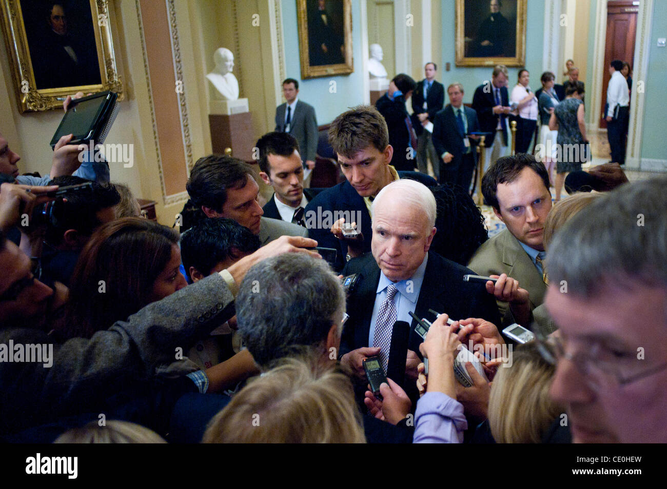 Aug. 1, 2011 - Washington, District of Columbia, U.S. - Senator JOHN MCCAIN (R-AZ) speaks with reporters following - Stock Image