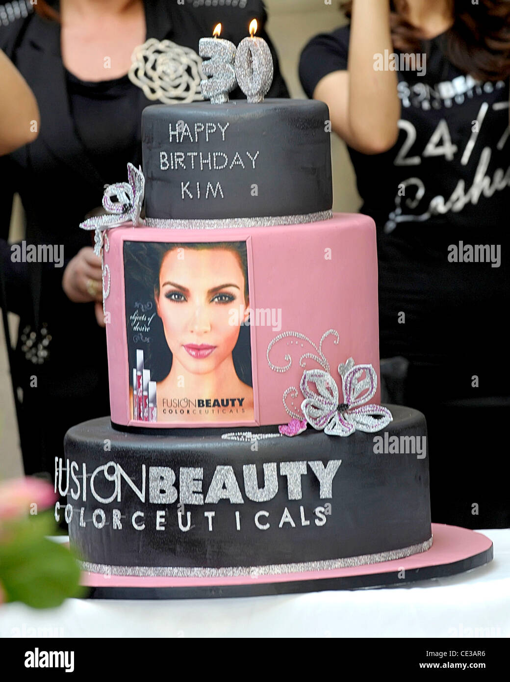 Terrific Kim Kardashians 30Th Birthday Cake That Was Presented During Her Funny Birthday Cards Online Inifodamsfinfo