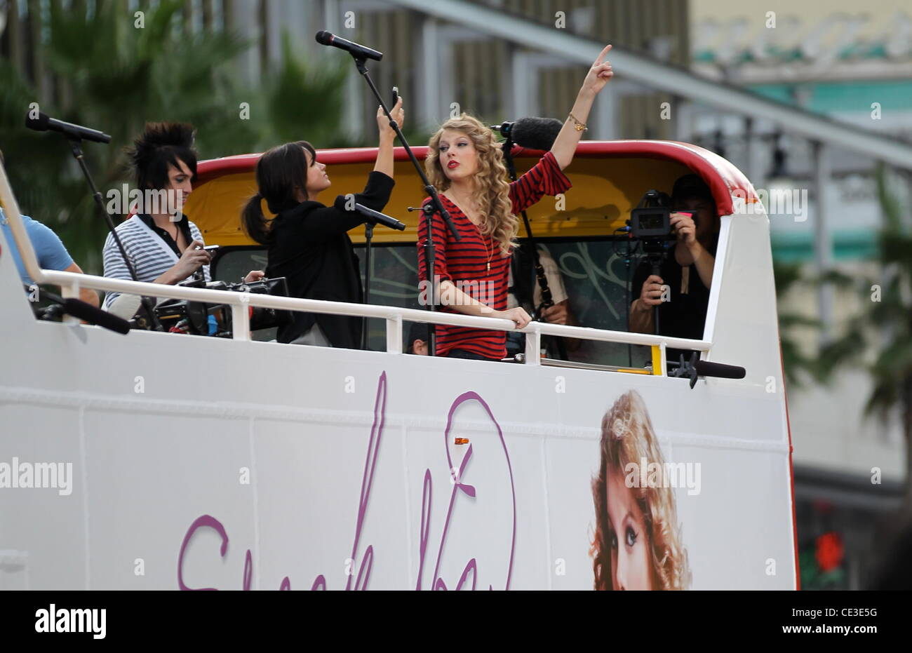 Taylor Swift Greets Fans And Promotes Her New Album Speak Now Atop Stock Photo Alamy