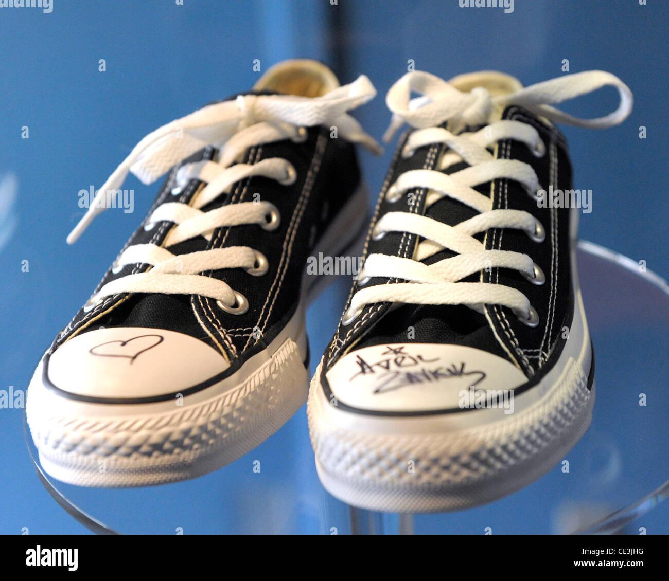 a836aeb1c884 Avril Lavigne s black Converse Media preview of JUNO Sole  Celebrating 40  Years of the JUNO
