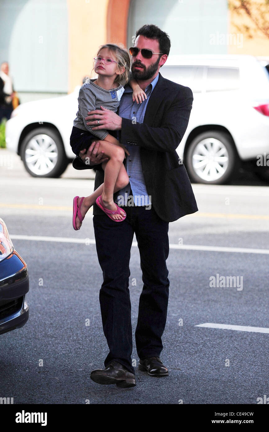 Ben Affleck  and his wife take their daughter Violet Affleck for frozen yogurt in Santa Monica Los Angeles, California - Stock Image
