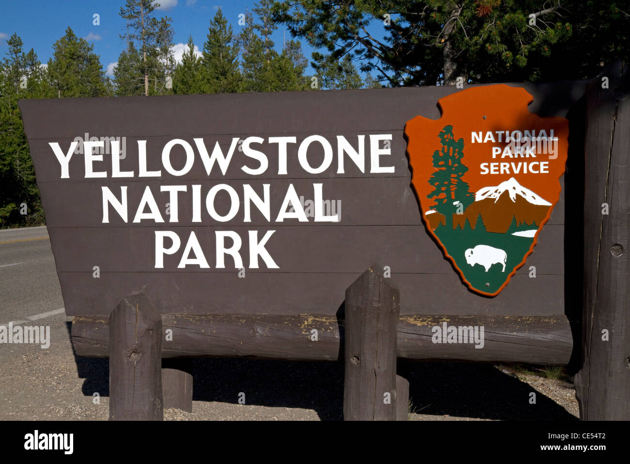 Yellowstone National Park entrance sign, West Yellowstone, Montana, USA. - Stock Image