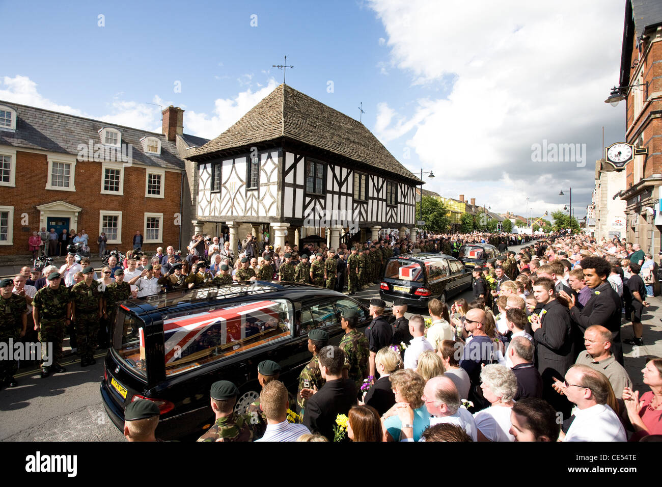 British soldiers killed in combat in Afghanistan are driven in a cortege through the town of Wootton Bassett. - Stock Image