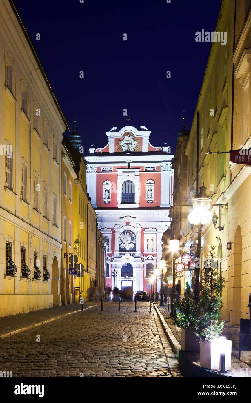 The baroque facade of St Stanislaus (the Bishop) Church, in the Polish city of Poznan, Poland, at night. - Stock Image