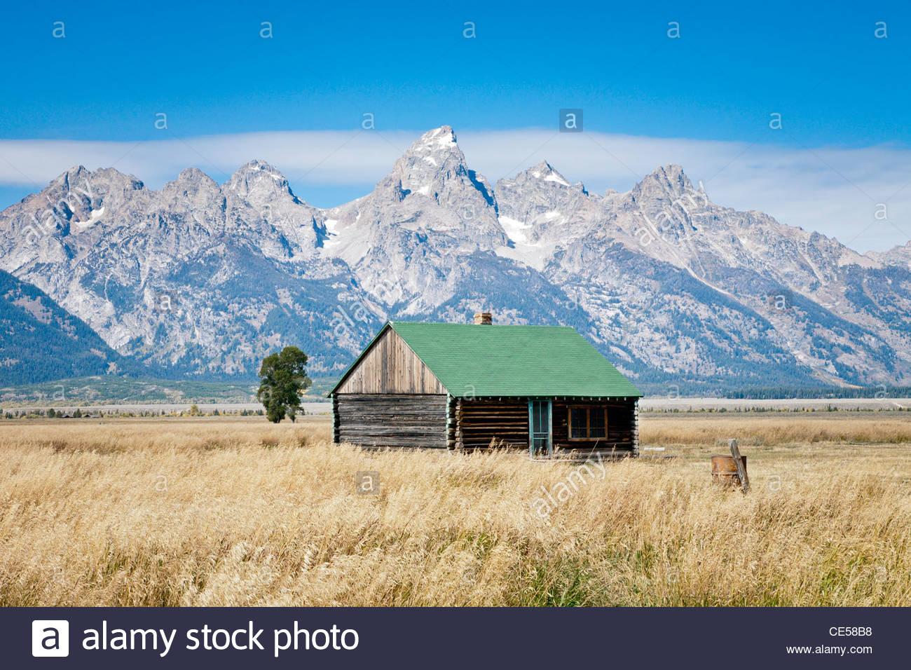 Small log cabin on Mormon Row, Antelope Flats Road, Grand Teton National Park, Wyoming, United States - Stock Image