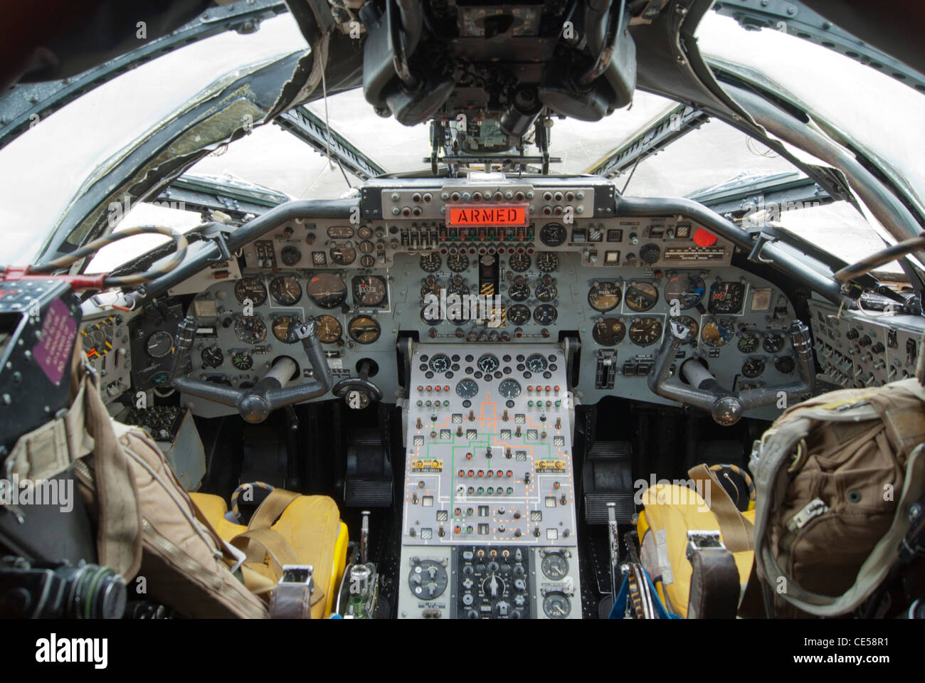 Handley Page Victor cockpit Stock Photo: 43142597 - Alamy B2 Cockpit Panorama