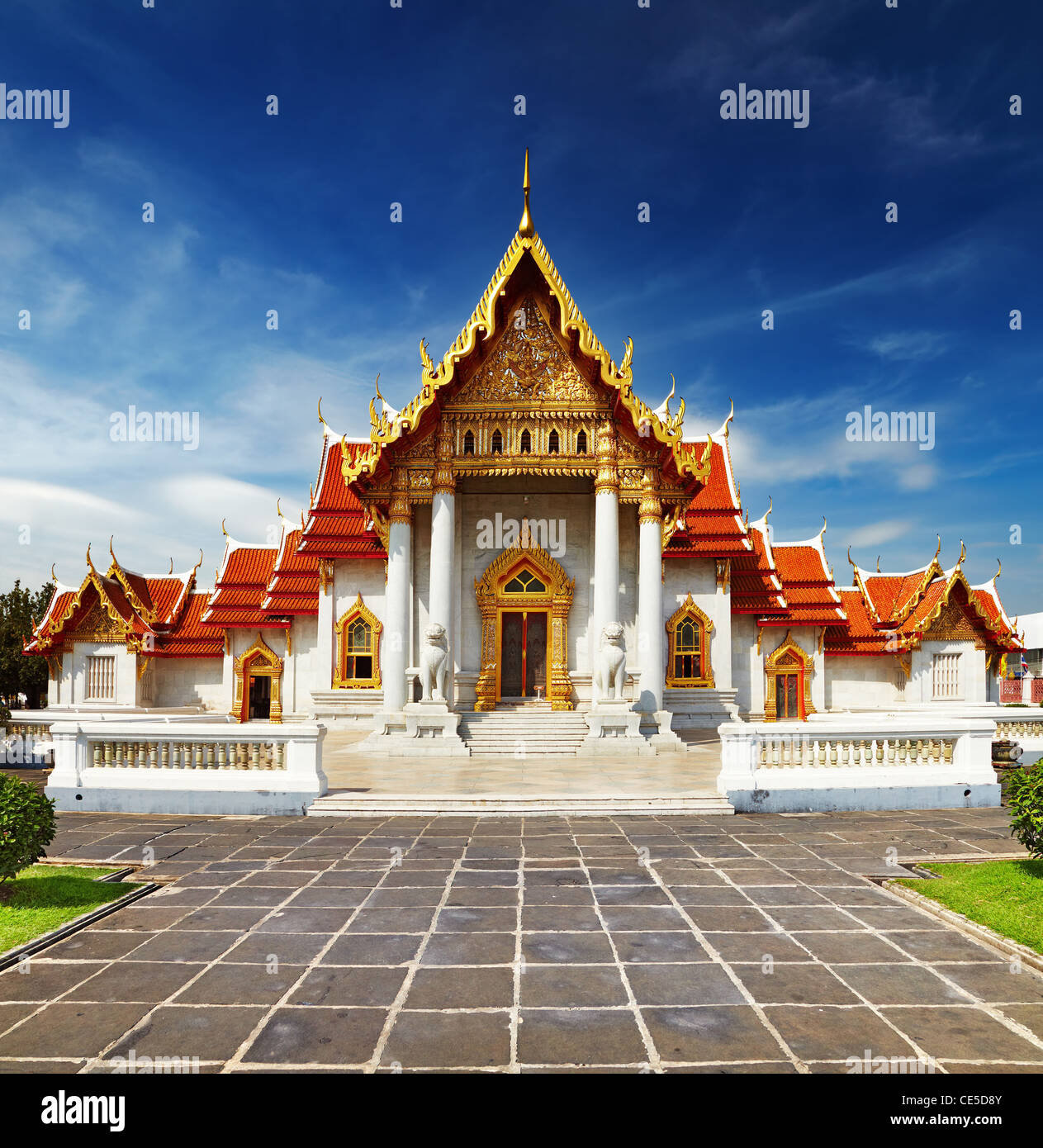 Traditional Thai architecture, Wat Benjamaborphit or Marble Temple, Bangkok - Stock Image