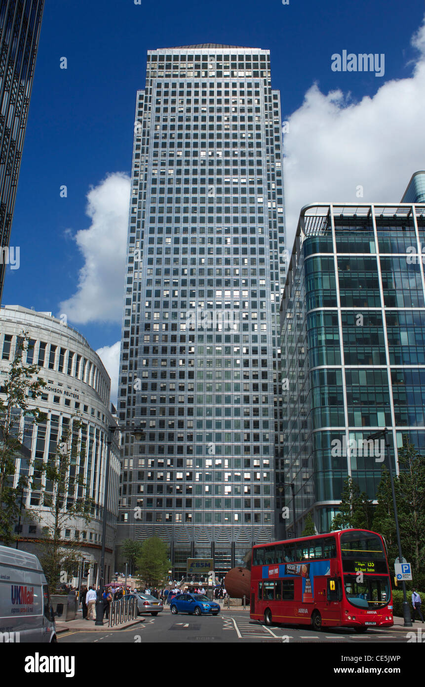Red London Bus in front of One Canada Square, Canary Wharf, London Docklands, England. - Stock Image