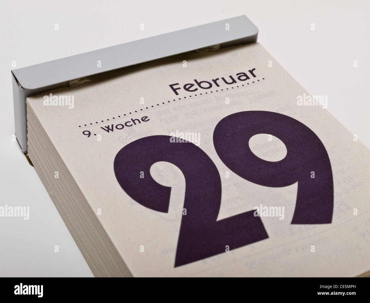 Ein Kalender zeigt den 29. Februar, Schalttag, an | A calendar shows February 29th, leap day - Stock Image