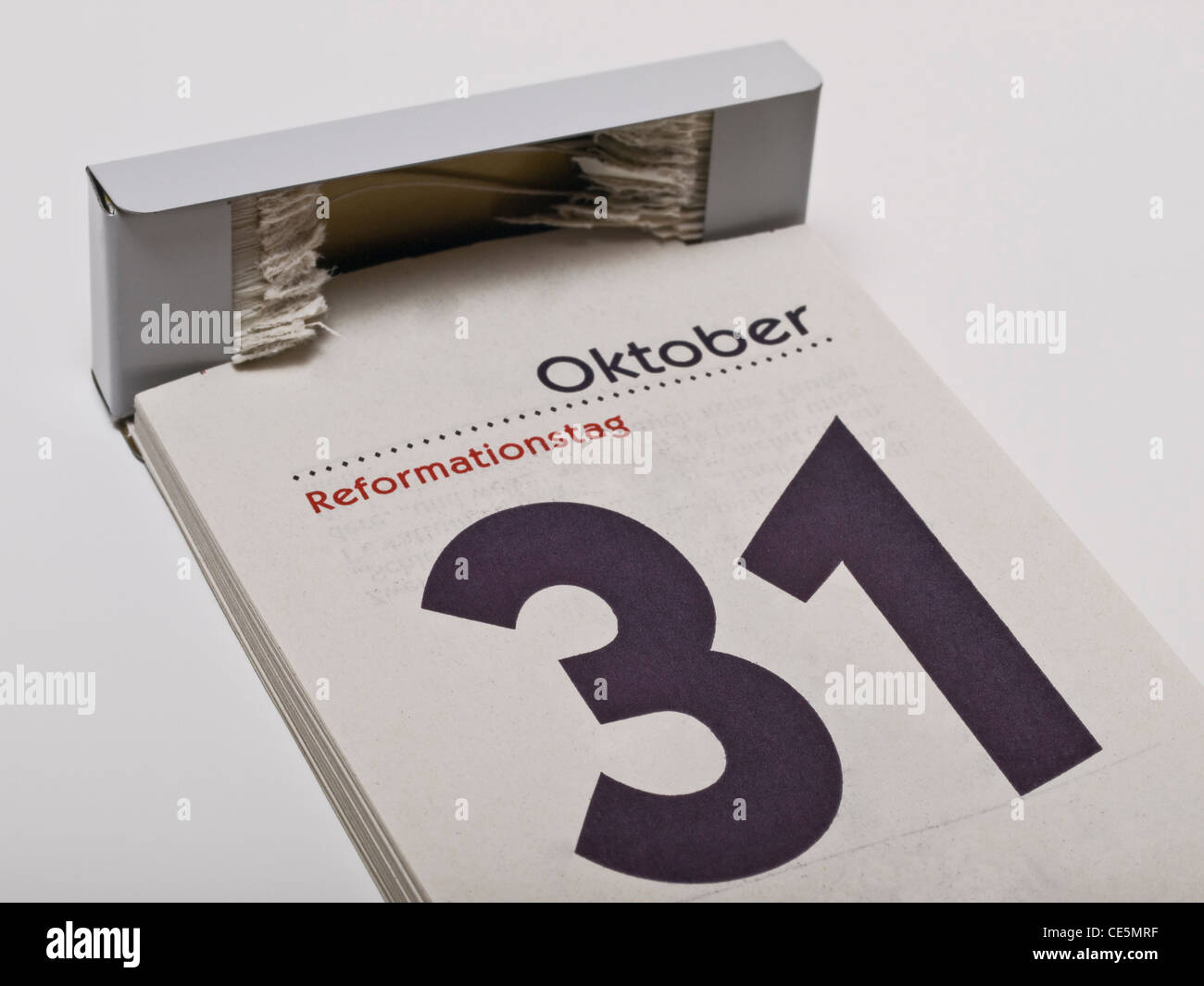 Ein Kalender zeigt den 31. Oktober, Reformationstag, an | A calendar shows October 31st, Reformation Day - Stock Image