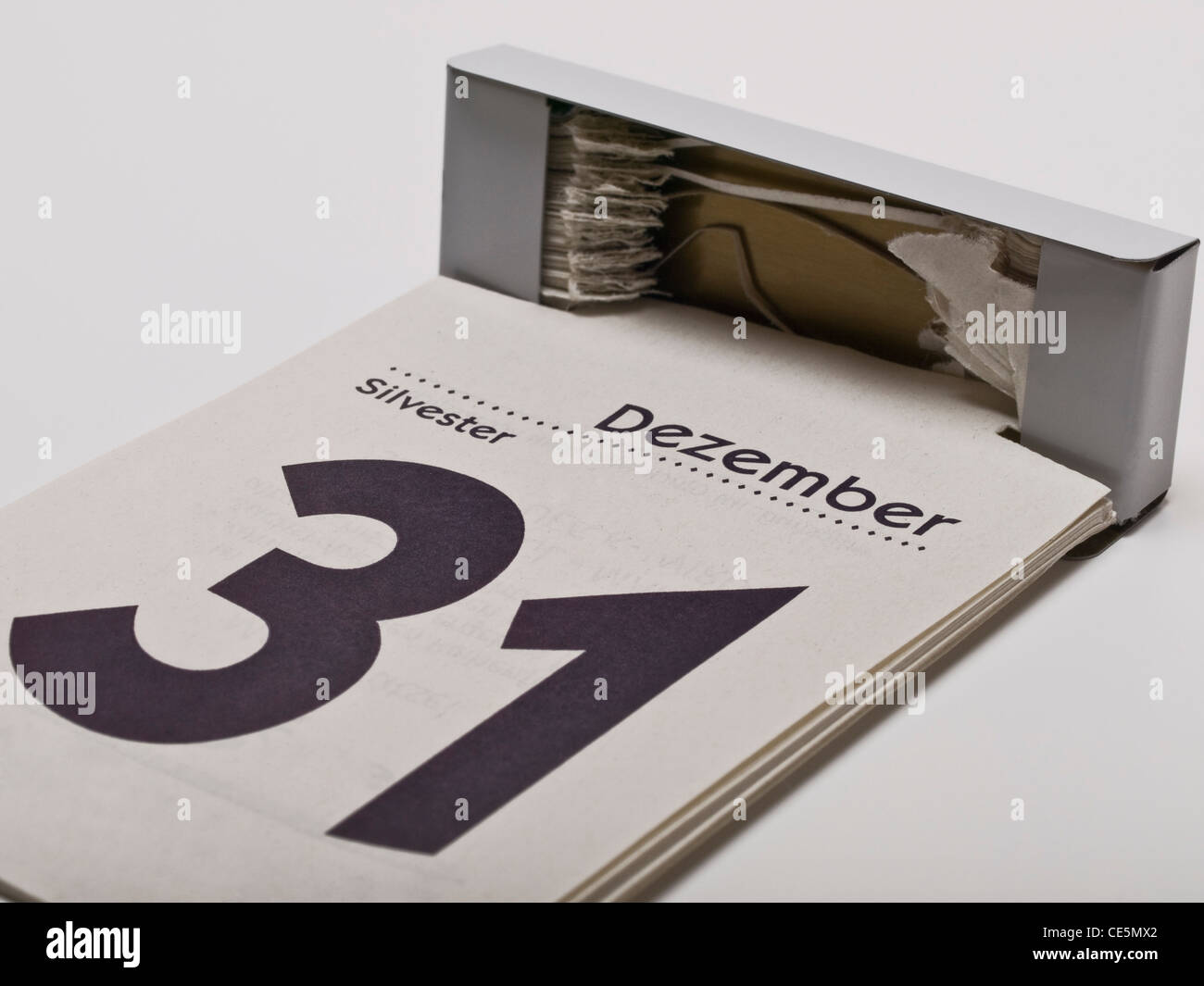 Ein Kalender zeigt den 31. Dezember, Silvester, an | A calendar shows December 31st, New Year's Eve - Stock Image