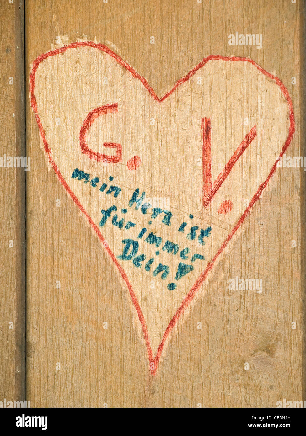 ein in Holz gemaltes und geritztes Herz   a heart is into wood painted and carved - Stock Image