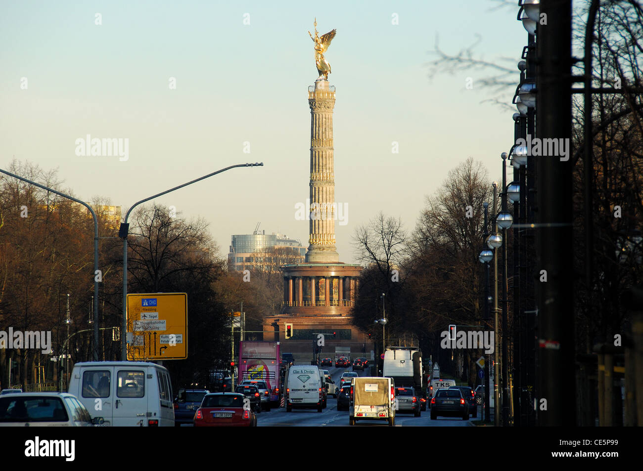 BERLIN, GERMANY. A dawn view of the recently restored Siegessaule (Victory Column) on Grosser Stern in the Tiergarten. - Stock Image