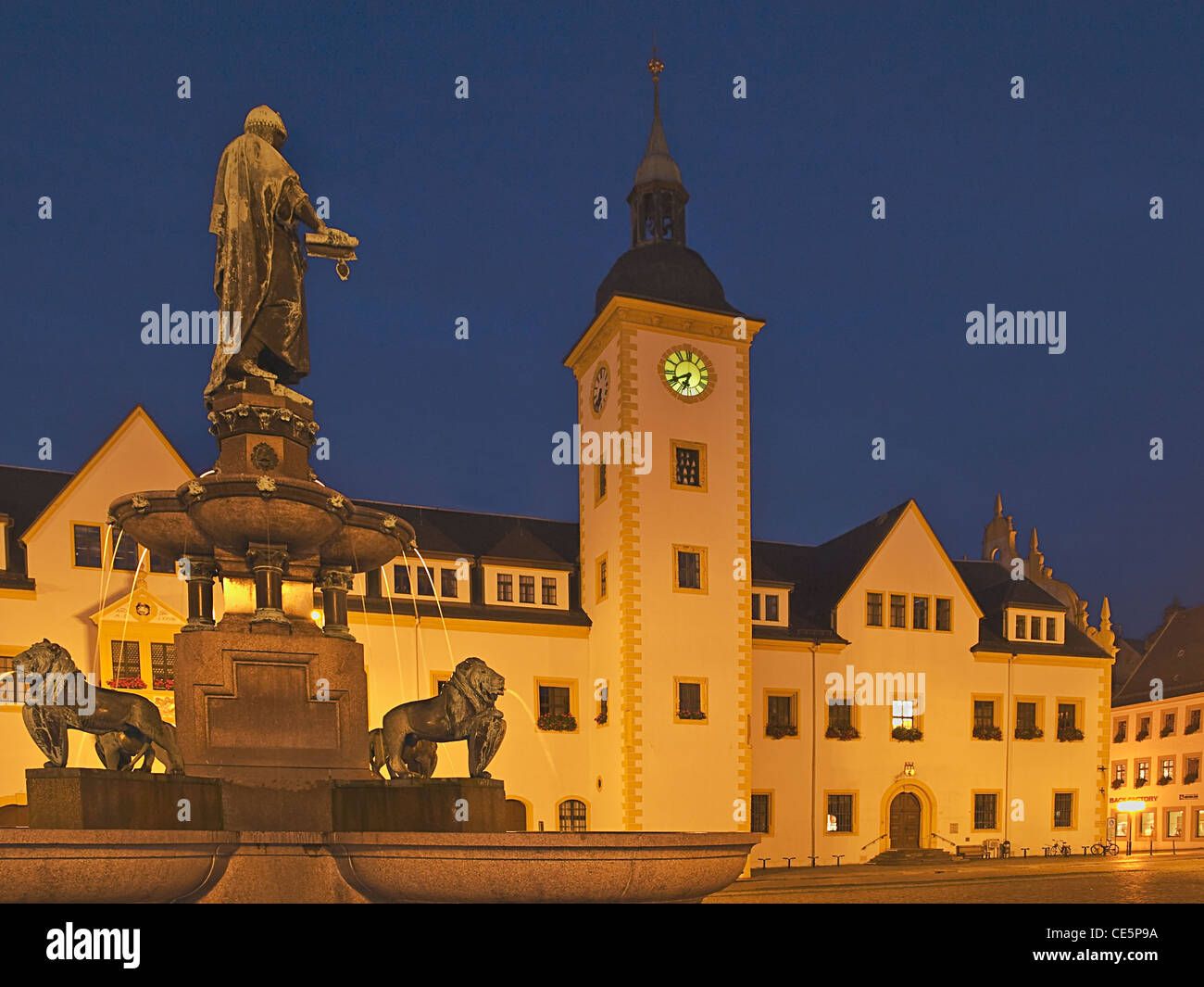 city hall and fountain monument of the town founder margrave Otto the Rich, upper market, Freiberg, Saxony, Germany, - Stock Image