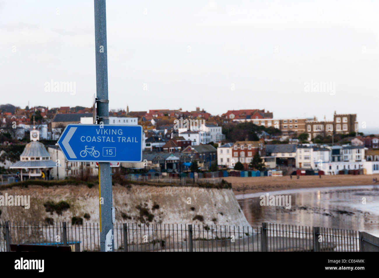 A sign for the viking Coastal Trail cycle route overlooking the seafront at Broadstairs, Kent - Stock Image