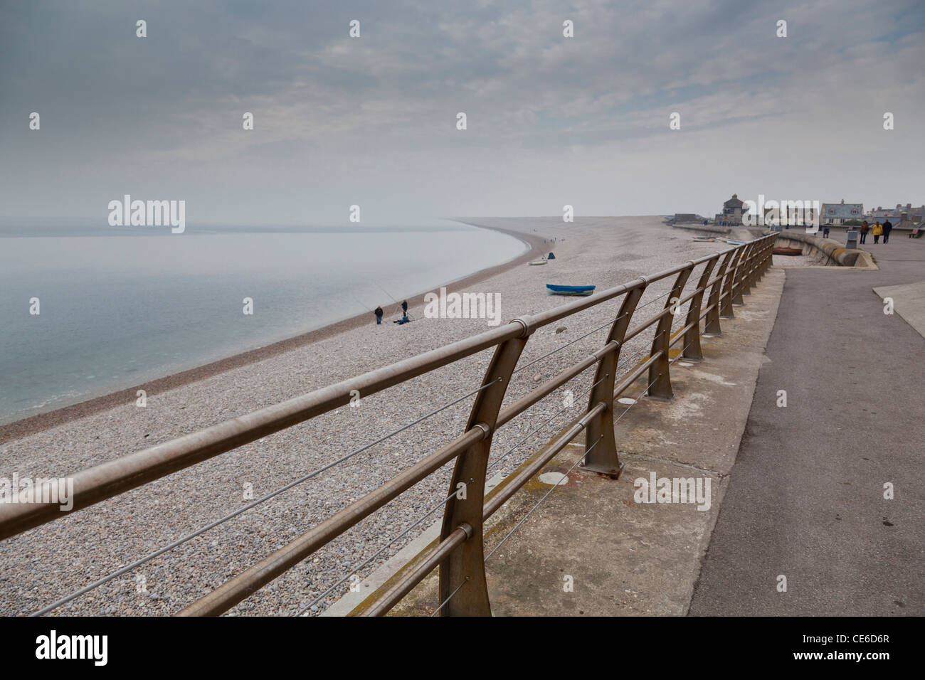 Sparsely populated Chesil Beach, Dorset, looking west. - Stock Image