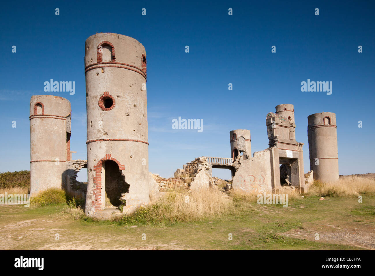 The ruins of the Manoir de Saint-Pol Roux at Camaret sur Mer, Brittany, France. - Stock Image