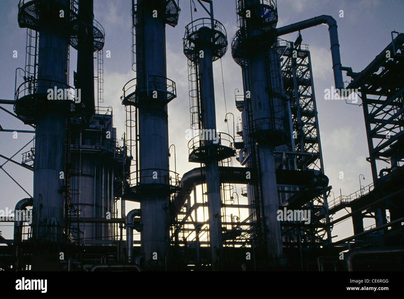 indian oil refinery scenario Oil refinery plant refers to a series of refining processes that can remove phospholipids, ffa, pigment, off-flavor and other impurities in the oil oil refinery plant usually includes the following sections: degumming, neutralization, bleaching, dewaxing and deodorization.