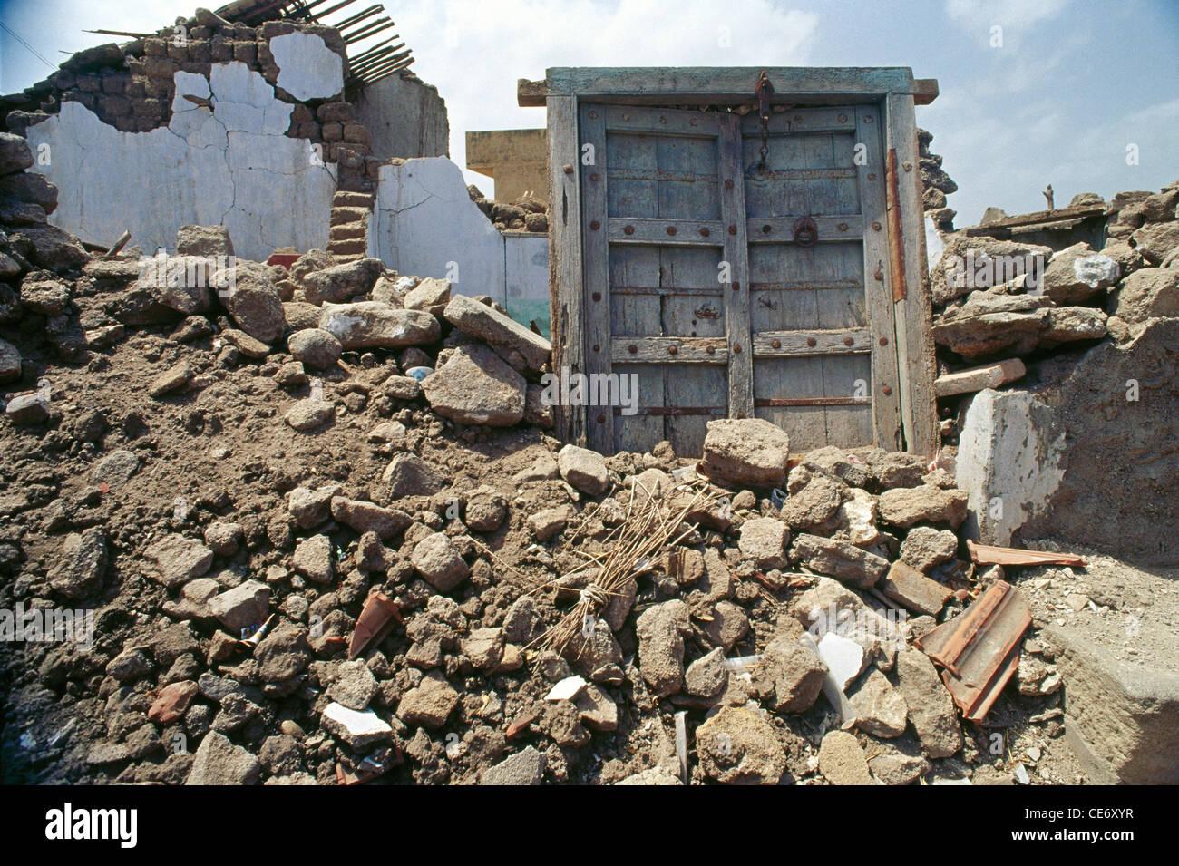 SOA 86214 : broken wall from earthquake in bhuj ; gujarat ; india 2001 - Stock Image