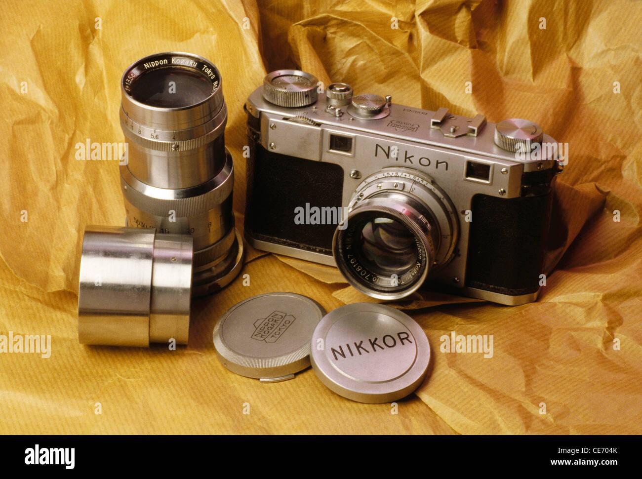 AAD 83949 : old antique 35 mm Nikon rangefinder camera Nikkor wide angle telephoto lens cap - Stock Image