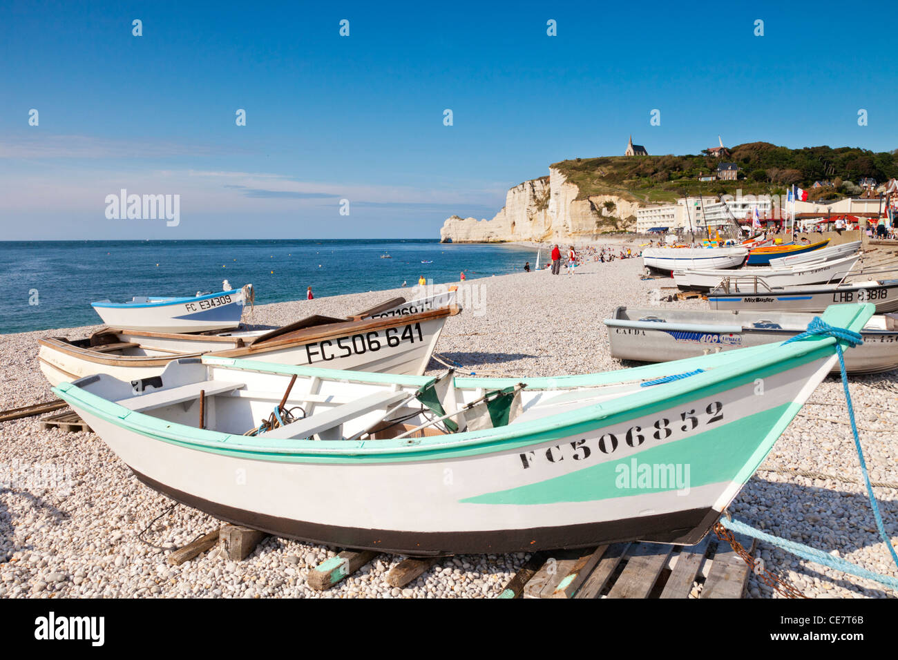 Boats on the beach at Etretat, Normandy, France. - Stock Image