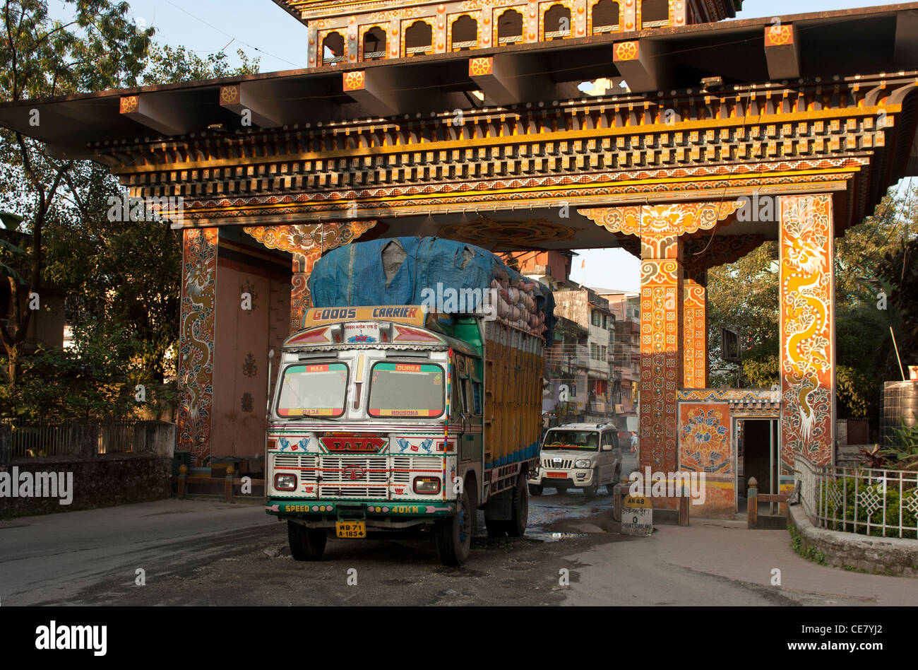 Truck crossing the Indian-Bhutanese border at the Gate of Bhutan from Jaigoan, West Bengal, India, into Phuentsholing, - Stock Image