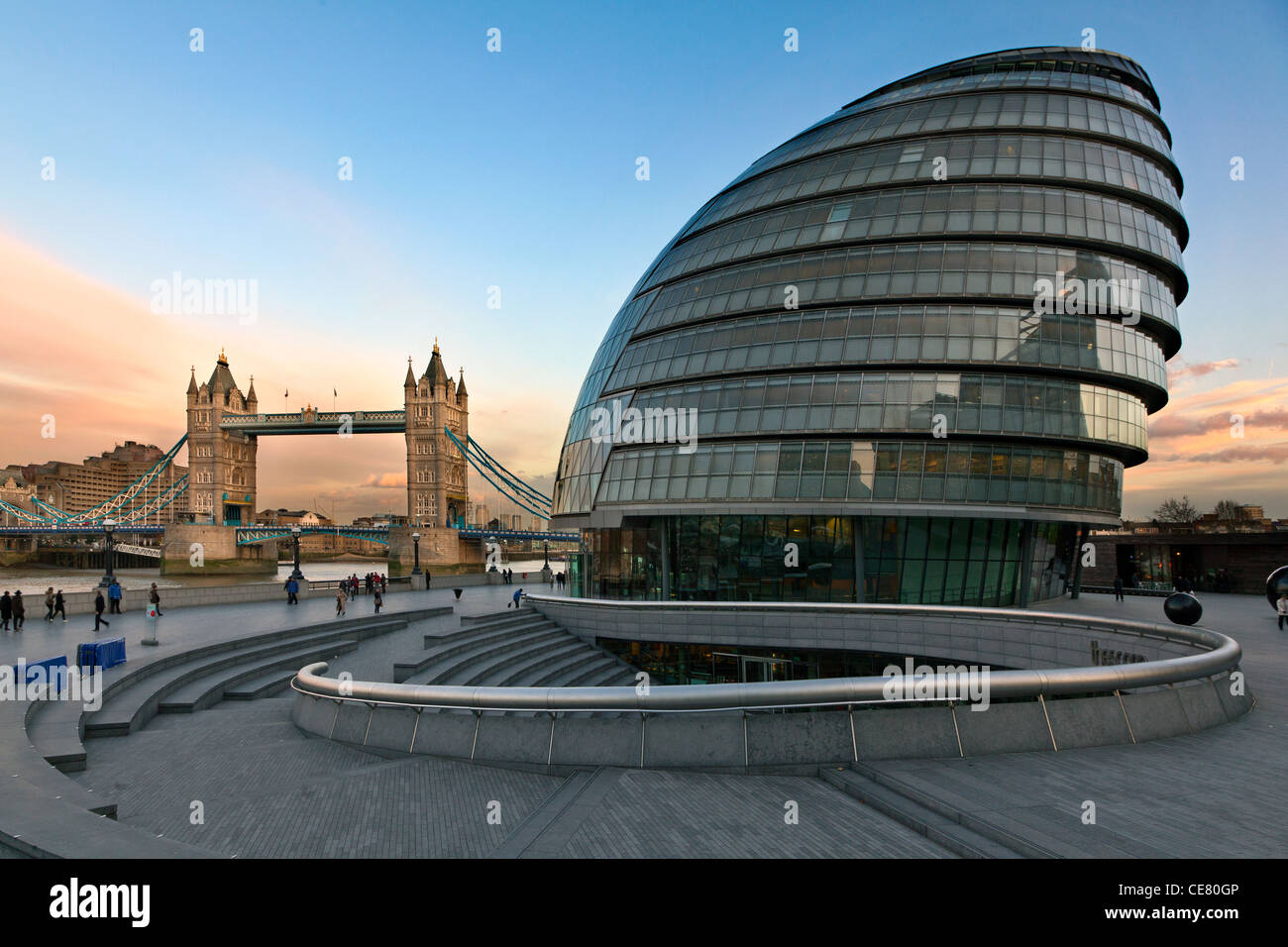 City Hall, headquarters of the Greater London Authority (GLA) and Tower Bridge, London at sunset - Stock Image