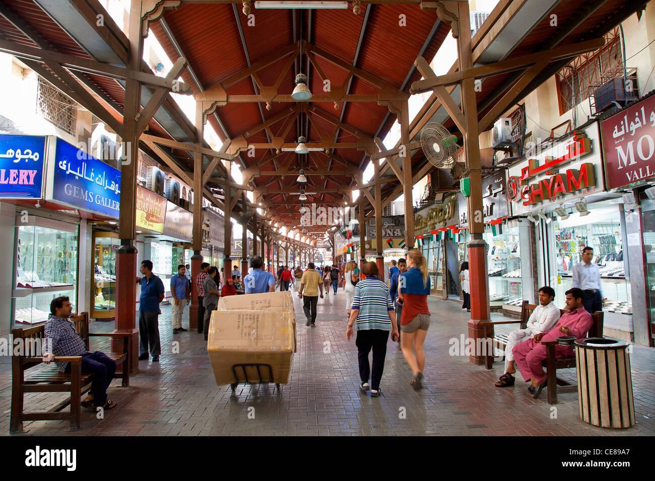 Dubai, Deira, Jewelry store in Dubai's Gold Souk - Stock Image