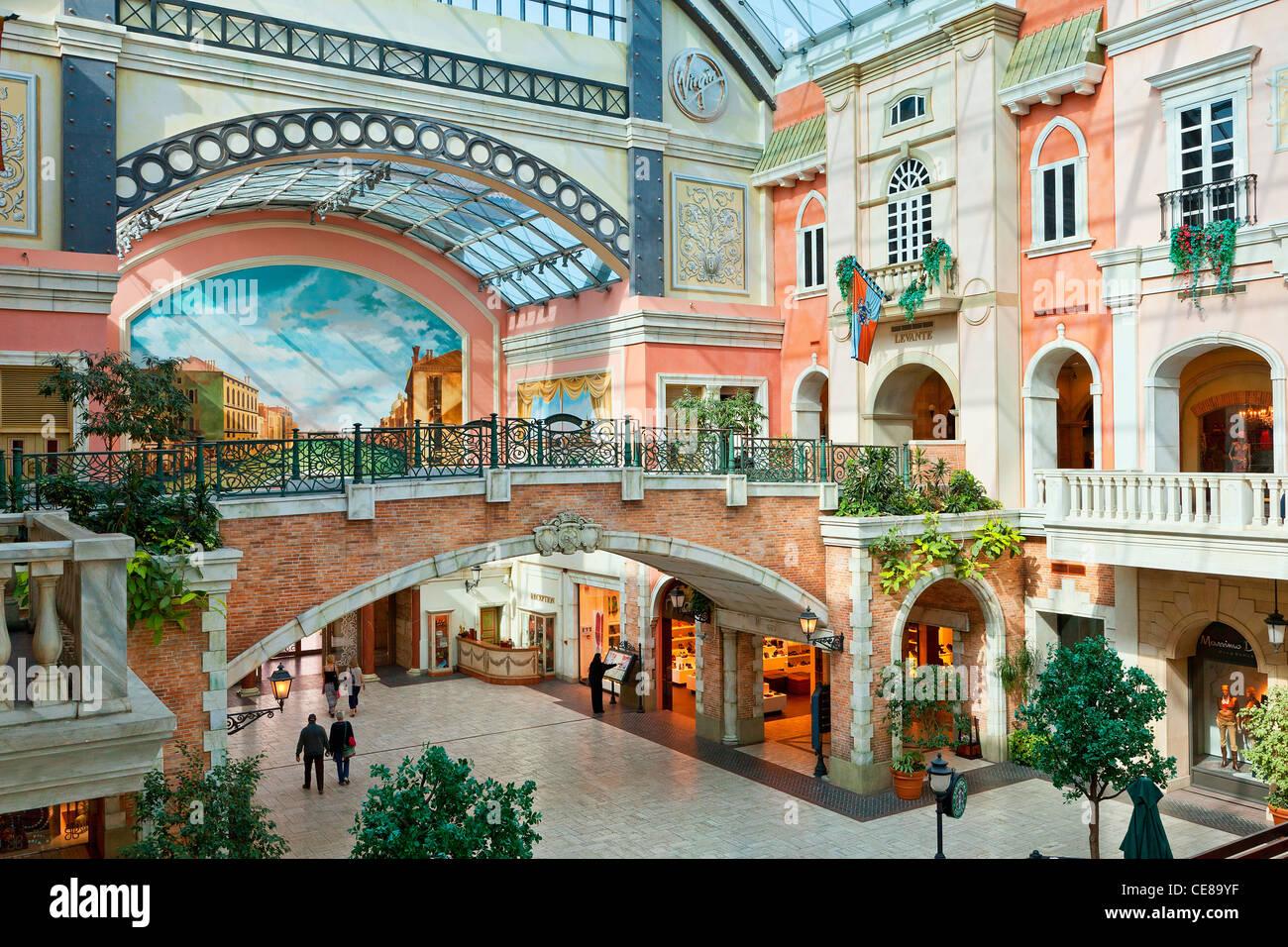 Dubai, Jumeirah, Mercato Shopping Mall Stock Photo