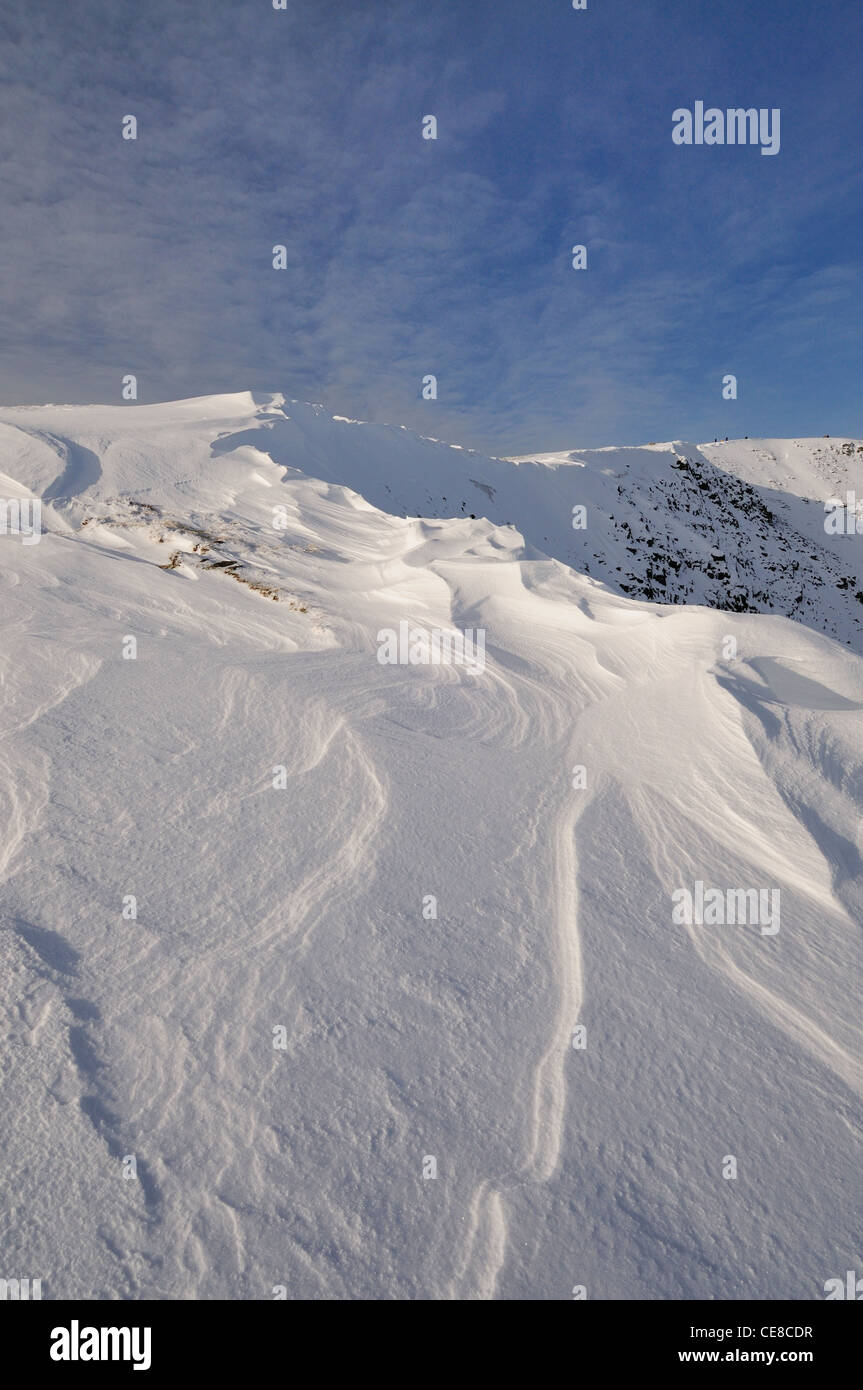 Wind sculpted patterns and cornice on Dollywaggon Pike in the English Lake District - Stock Image