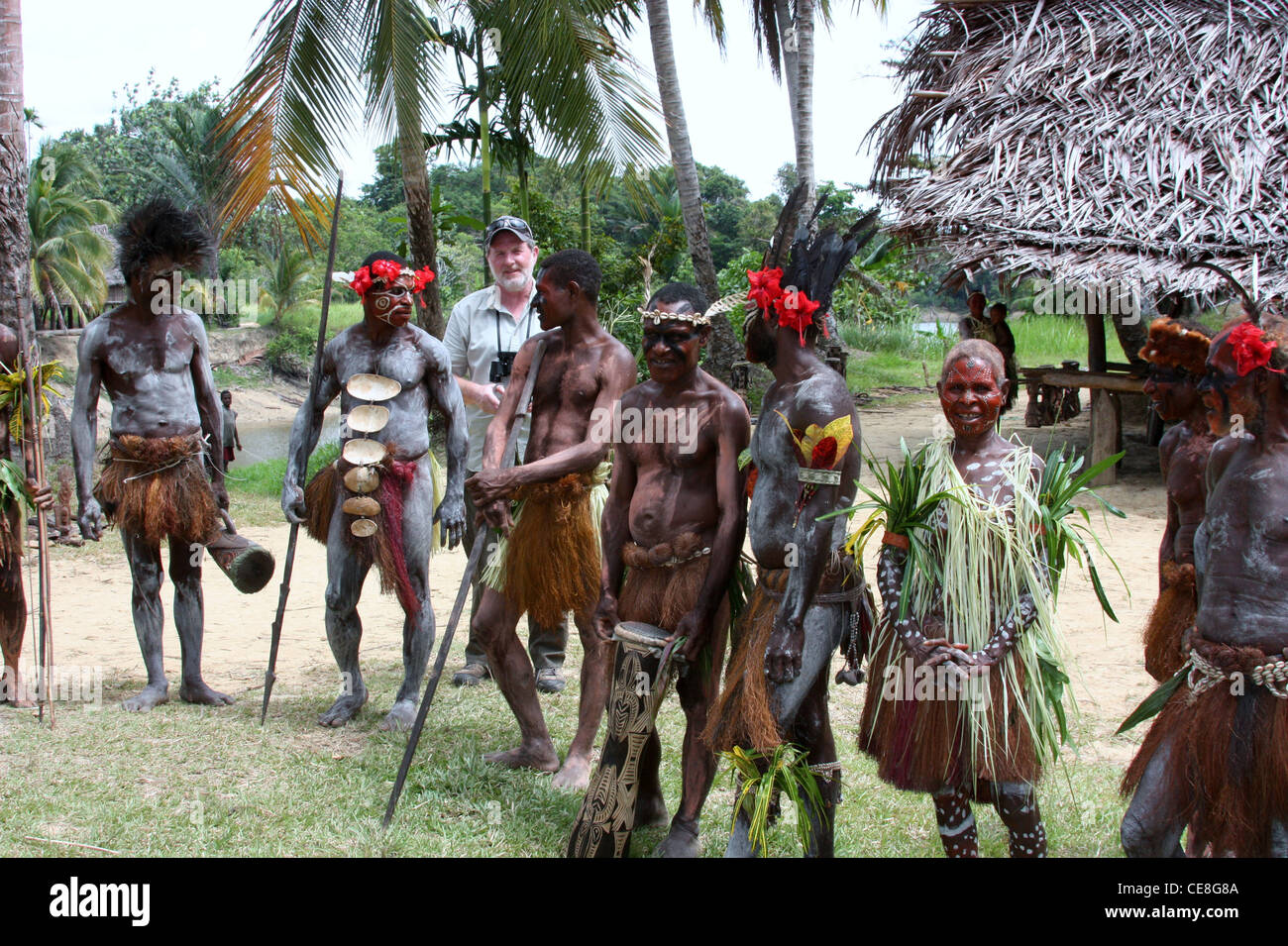 Traveller with remote tribal people in Papua New Guinea - Stock Image