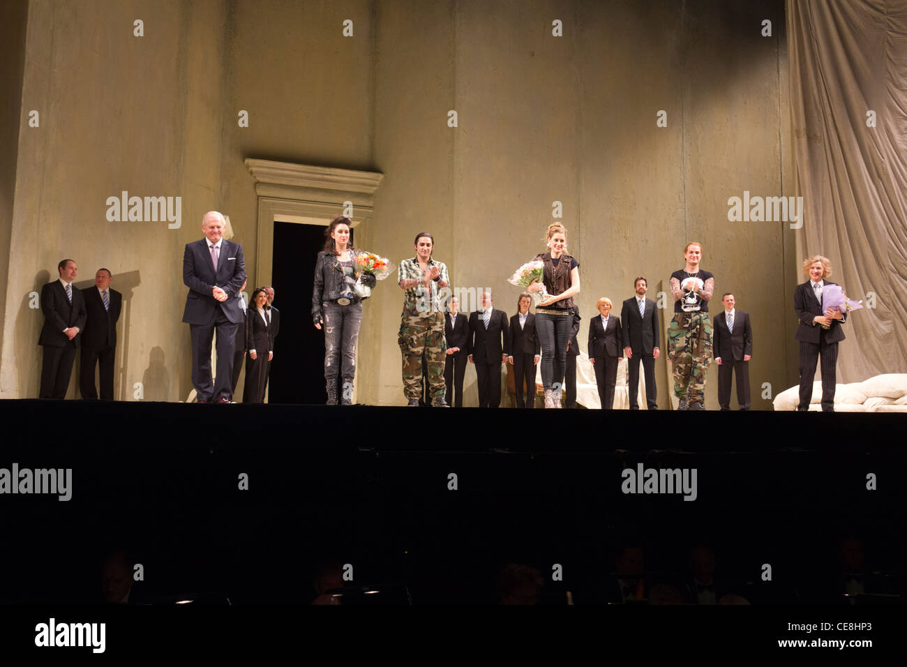 curtain call for cast of Mozart\'s Cosi fan Tutte, Covent Garden ...
