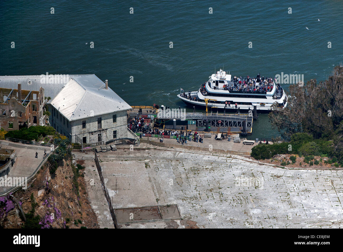 aerial photograph tourists boarding ferry boat Alcatraz island San Francisco - Stock Image