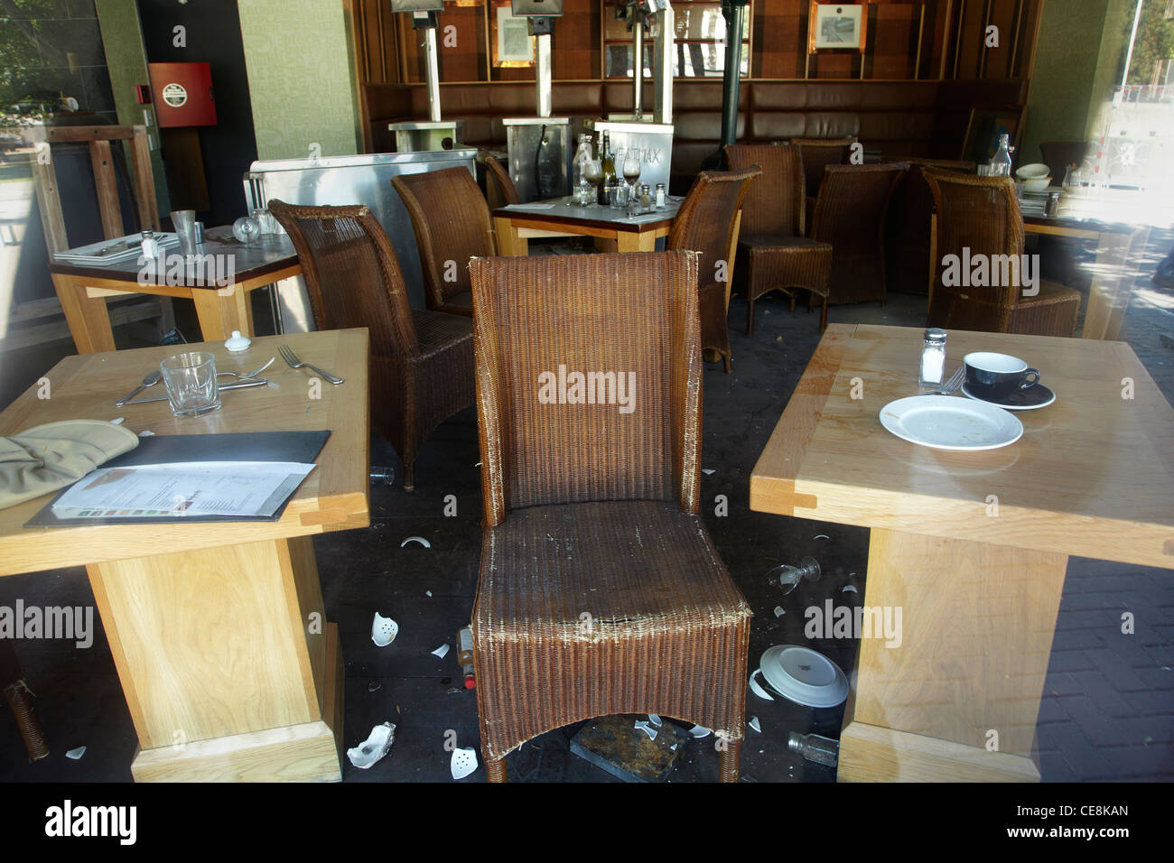 Broken plates at cafe, frozen in time after earthquake a year earlier, Christchurch, Canterbury, South Island, New - Stock Image