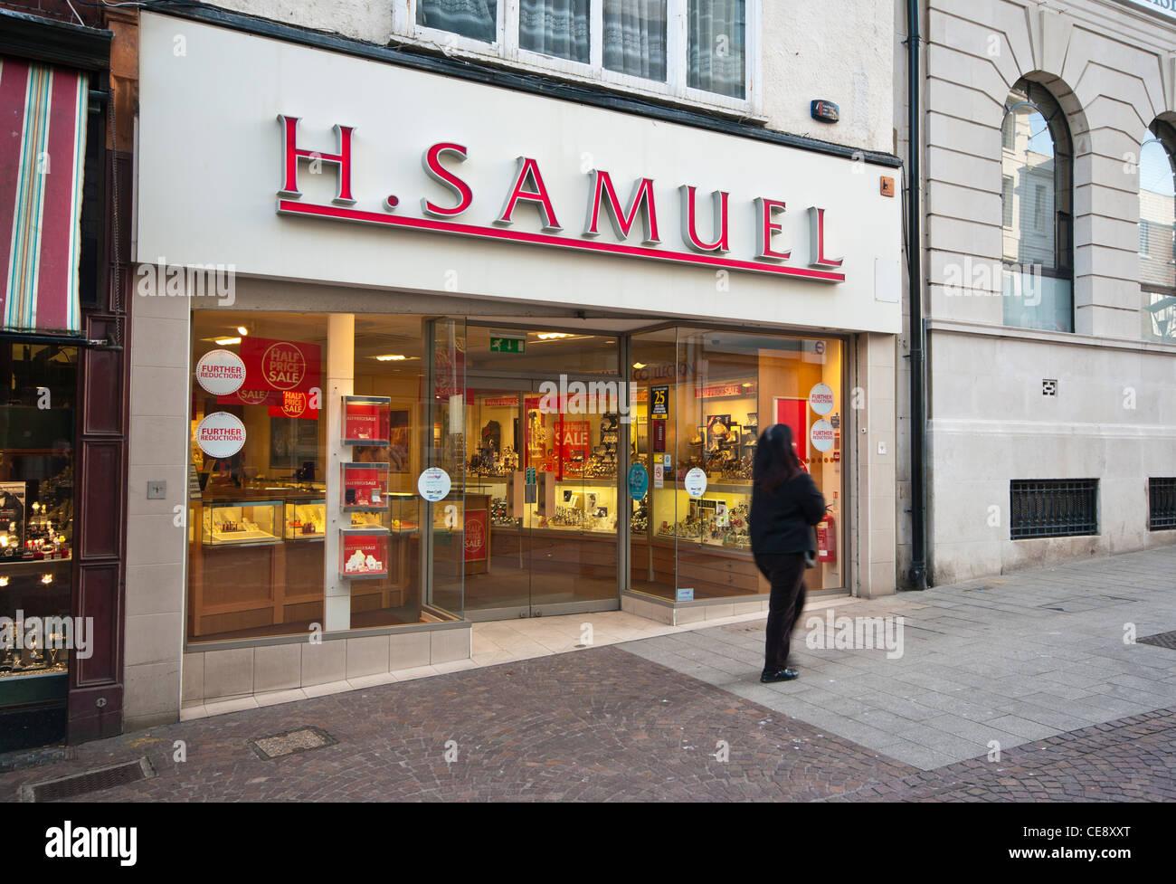 H Samuel High Street Jewellers Jewelers Jeweller Jeweler With Sale Signs UK - Stock Image