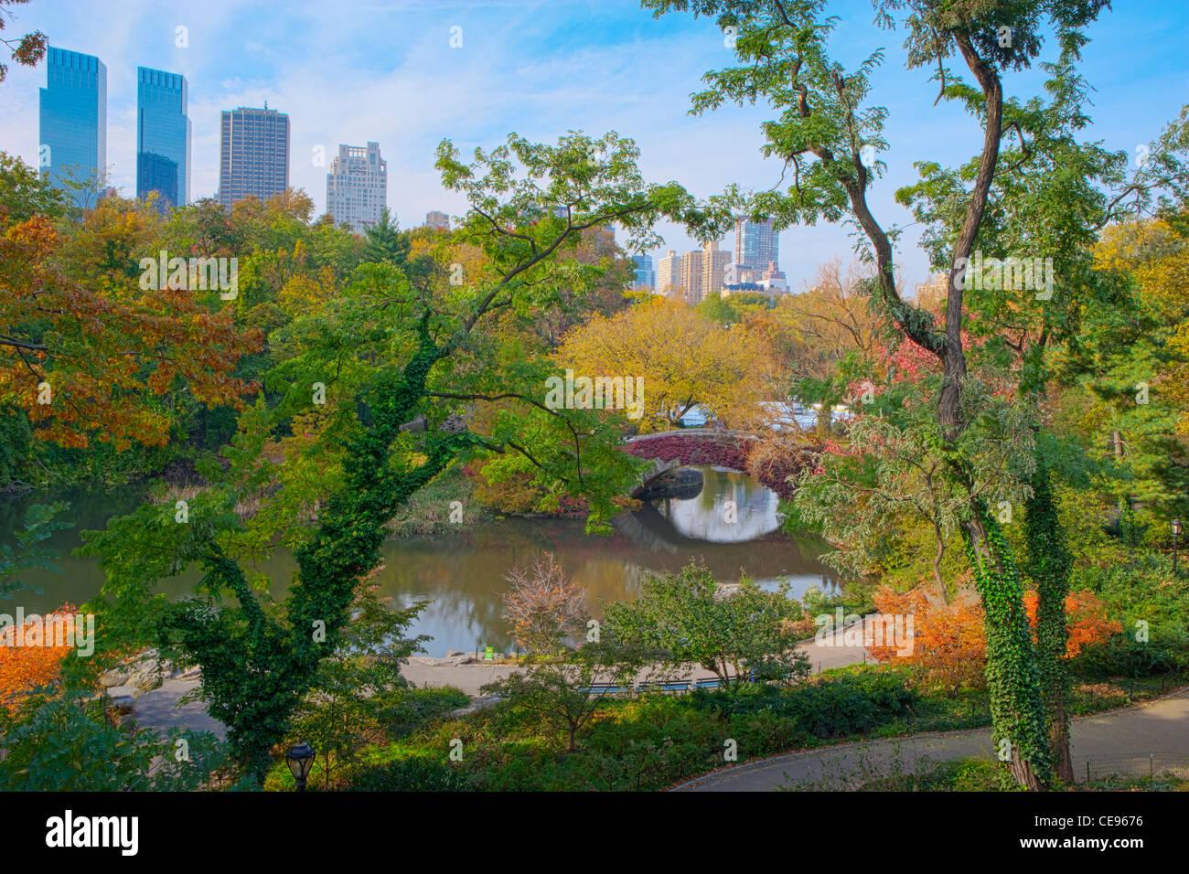 Gapstow Bridge & The Pond in Autumn, Central Park - Stock Image