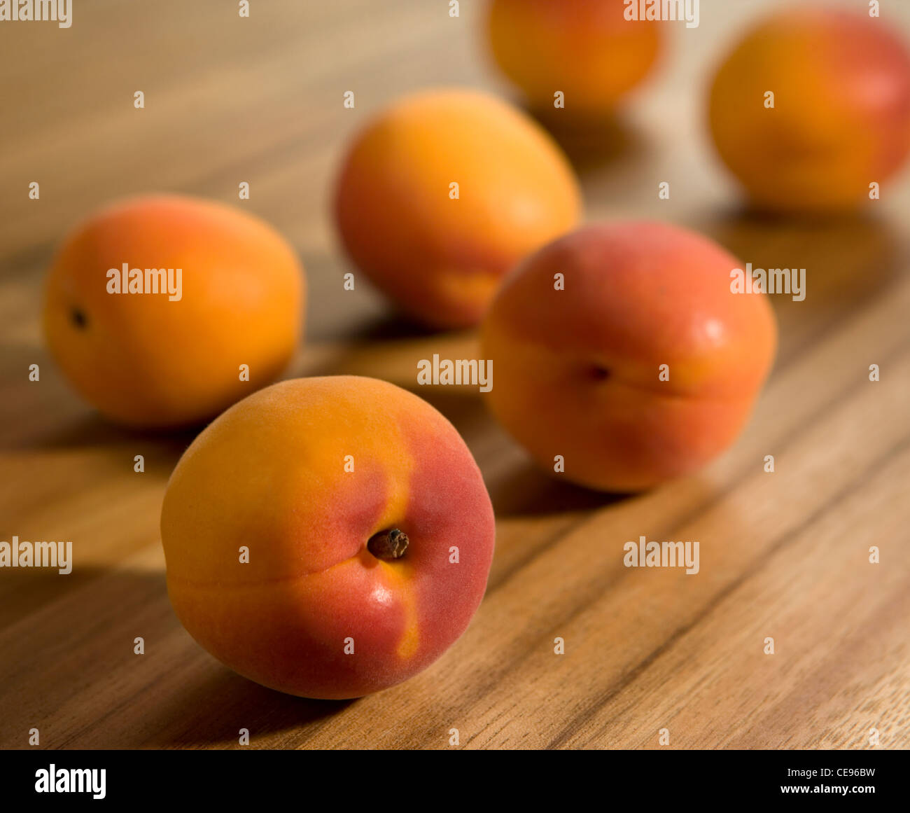 apricots on a cutting board - Stock Image