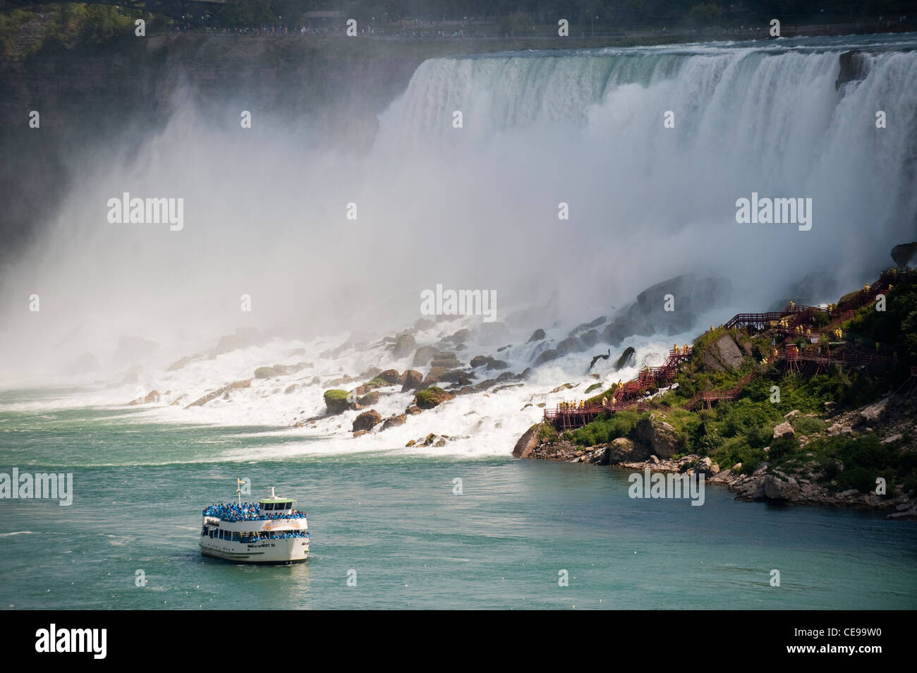 American Falls at Niagara, New York State, with Maid of the Mist sailing up the river. - Stock Image