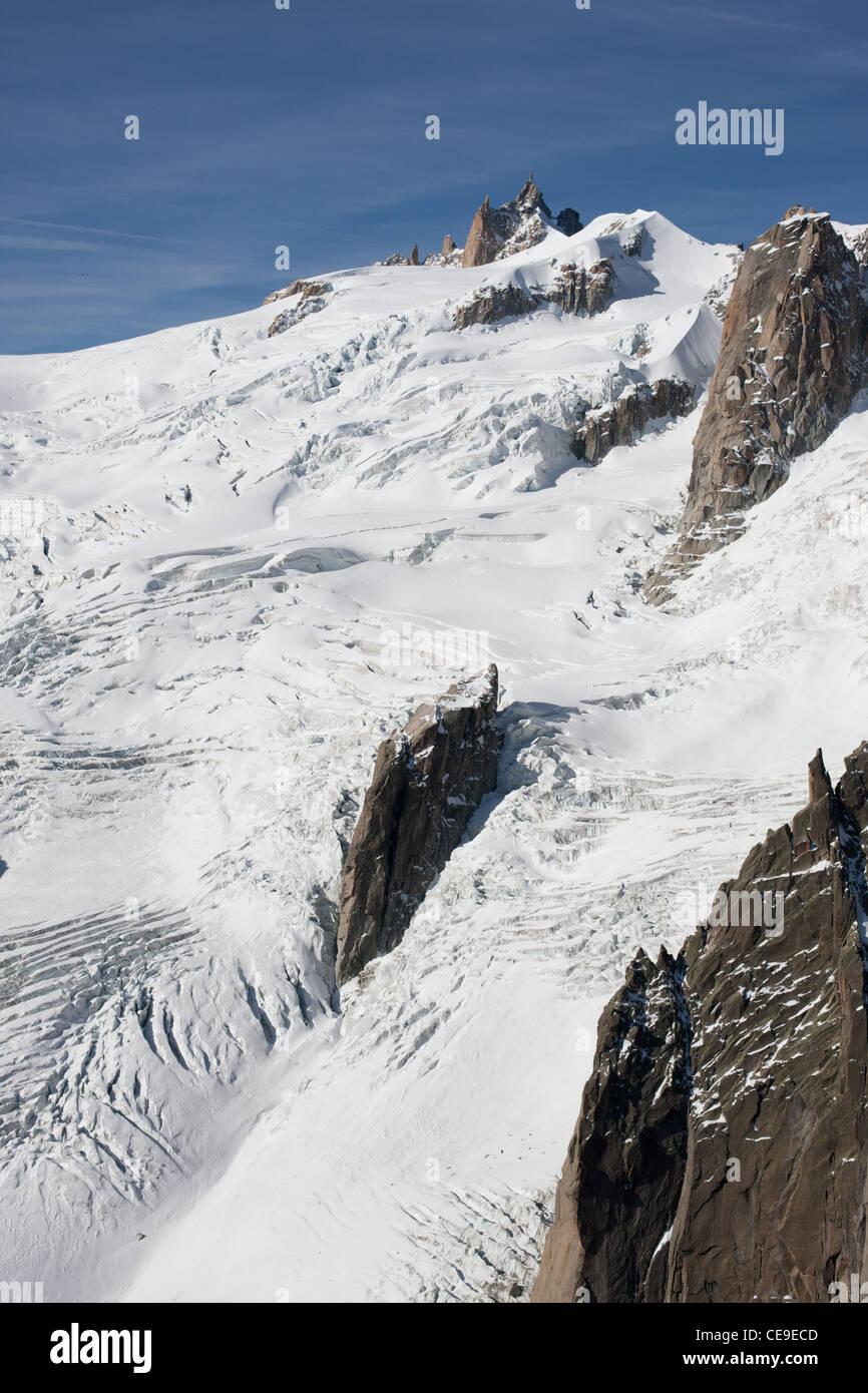 AIGUILLE DU MIDI PEAK (3842m) & VALLÉE BLANCHE GLACIER (aerial view). Chamonix Mont-Blanc, Haute-Savoie, Rhône-Alpes, Stock Photo