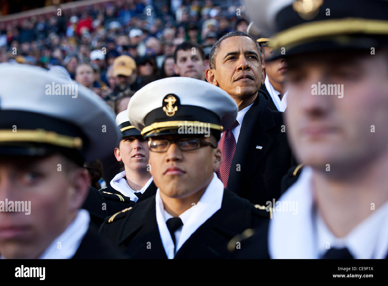 President Barack Obama watches the first half of the annual Army vs. Navy football game with US Naval Academy Midshipman - Stock Image