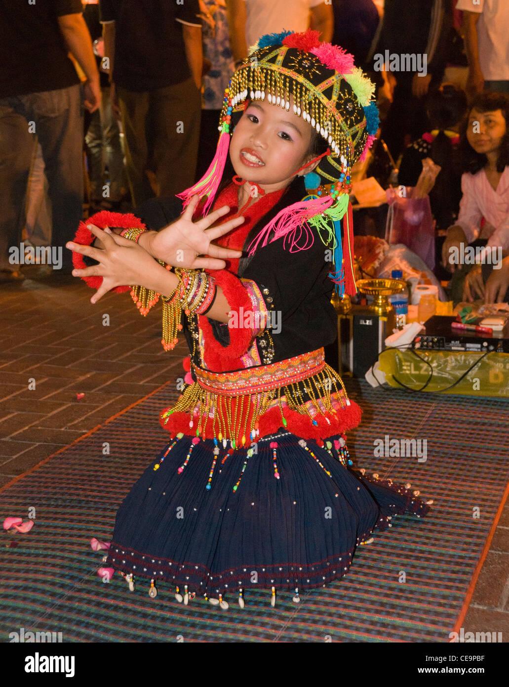 Elk208-1123v Thailand, Chiang Mai, Sunday Walking Street Market, young Hmong dancer - Stock Image