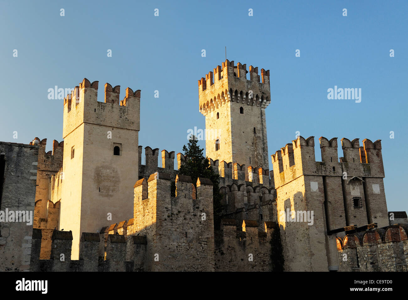 Ancient town tourist centre of Sirmione on Lake Garda, Lombardy, north Italy. Gateway and keep towers of 13 C. Scaliger - Stock Image